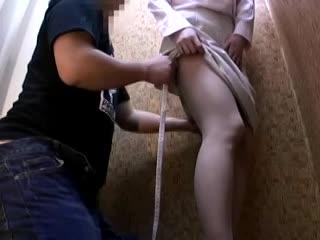 【素人】試着室で美人アパレル店員さんに勃起チ○コ見せつけセクハラ三昧