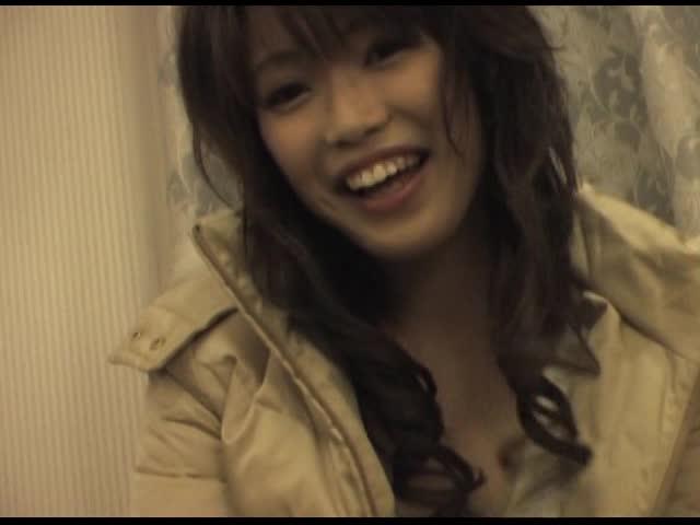 【S級素人】札幌キャッチ企画!!雪降っているなかホットおぱんちゅ、太モモを出している姉さんに。