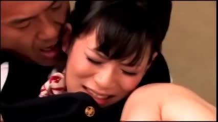 着衣の熟女のぶっかけ無料jukujyo動画。出勤前の制服姿に興奮した彼氏に襲われて朝っぱらからハメられる美熟女CA!