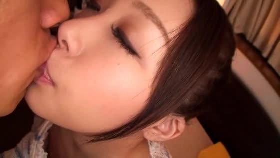 【夏風まりん】美少女の柔らかそうな舌をベロキスで頂いたら愛液ぐっちょ...